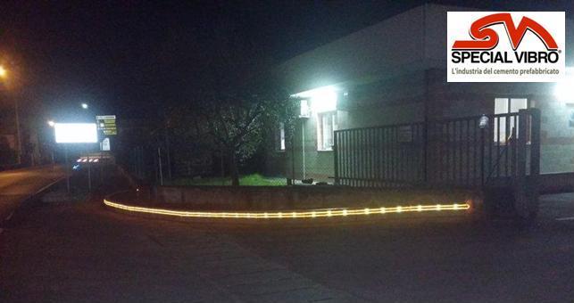 Cordolo con n.2 tubi LED e n.6 CATARIFRANGENTI_specialvibro