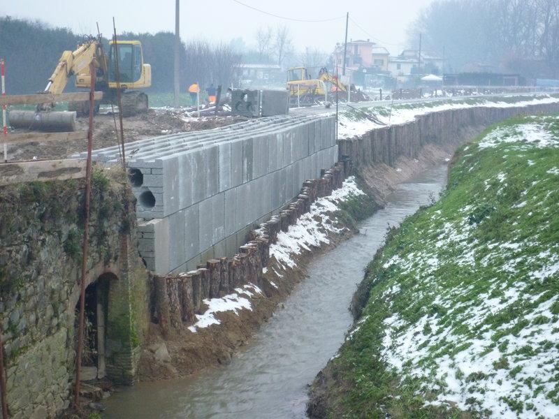 Muri di sostegno con geobloc special vibro for Consolidare un terreno